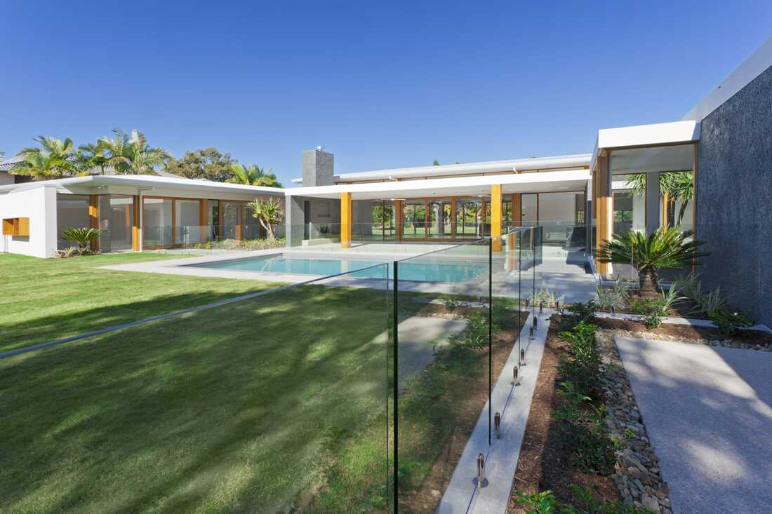 frameless Glass pool fence northern beaches